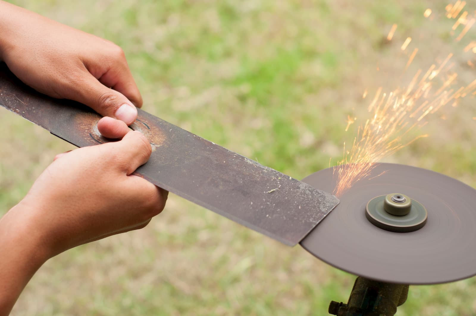 sharpening lawn mower blade with grinder