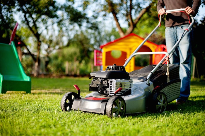The best time to mow your lawn (without annoying the neighbors)